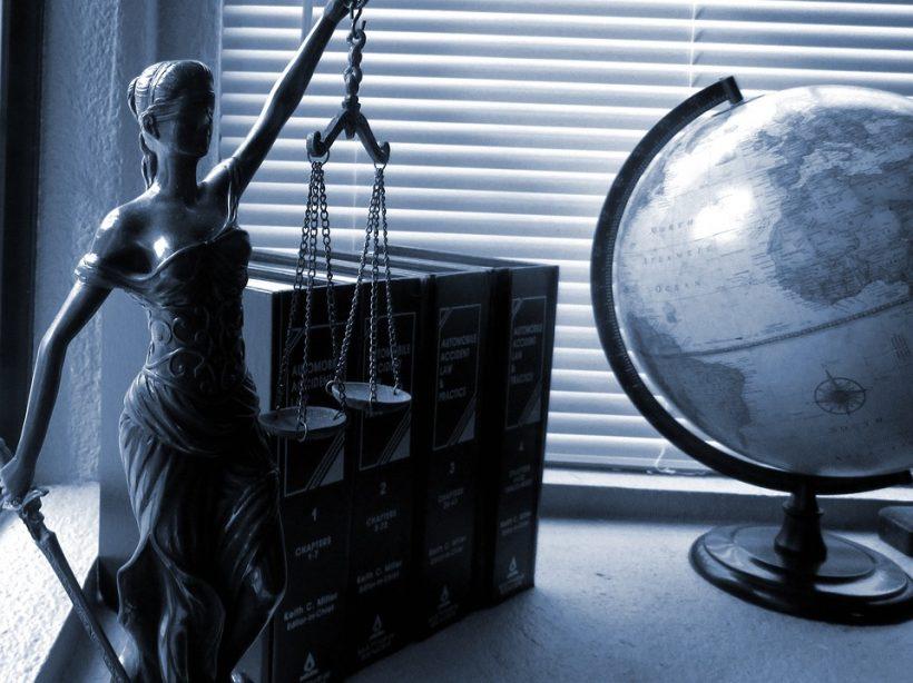 Un avocat